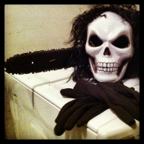Chainsaw, Skull Mask and Gloves. Serial Killer Shit!